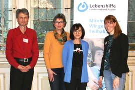 Von links: Gastredner Wolfgang Kopyczinski mit Kirsten Simon, Antonie Mayer und Kristina Lorper (Foto: Lebenshilfe Bayern)