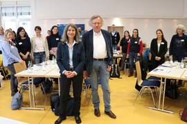 Gastredner Peter Lokk und PR-Referentin Anita Sajer (vorne) auf der PR-Tagung 2020 der Lebenshilfe Bayern (Foto: Anke Dyhringer)